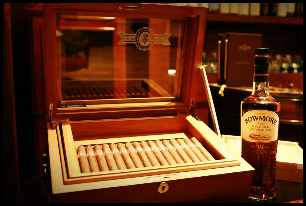 old fashioned events cigar box